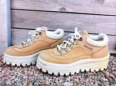 8be0a815f53f 90s platform Skechers shoes   size US 7.5 EU 37.5   1990s chunky leather  platforms shoes   camel brown lace up ankle boots   shoes