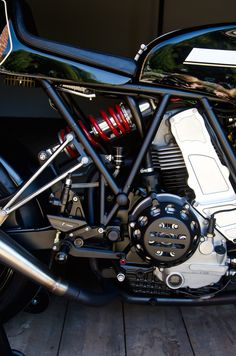 Custom_Ducati_Motorcycle_5.jpg 1356 × 2048 bildepunkter