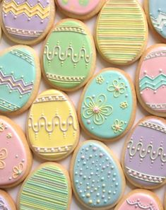 Nice pastel Easter egg cookies by Annalise Cakes. I'm not sure I would have the patience to make these but they are beautiful! Too pretty to eat! No Egg Cookies, Fancy Cookies, Iced Cookies, Cute Cookies, Easter Cookies, Easter Treats, Cookies Et Biscuits, Holiday Cookies, Sugar Cookies
