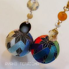 今週末はにこたまでお教室なのですが・・・ ここ数日はてまりを作っていたりして。 Handmade Accessories, Vintage Accessories, Temari Patterns, Japan Art, Japanese Culture, Needlework, Drop Earrings, Crafty, Quilts