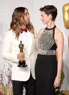 Hathaway and Leto shared an adorable look. Academy Awards 2014, Oscars 2014, Popsugar, Cute Pictures, Photo Galleries, Entertaining, Formal Dresses, Jared Leto, Fashion