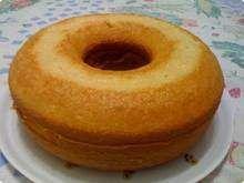 Bolo-de-liquidificador: fiz com 3 de farinha de trigo e 1 de açucar. Ficou com pouca açúcar e sem graça.
