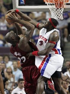 Ben Wallace blocks Shaq, ending in a jumpball. One of the best blocks I've seen in the NBA.