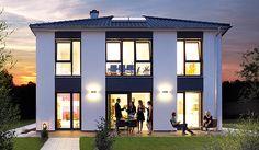 Das Ausstellungshaus Villa 194 von Hanse Haus ist eine moderne Stadtvilla mit bodentiefen Fenstern.