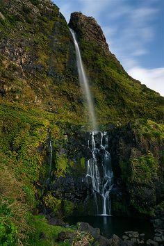 Fotografie Vodopád u městečka Faja Grande na východní straně ostrova Flores - Portugalsko, Azorské ostrovy (Azory), Azores, Portugal