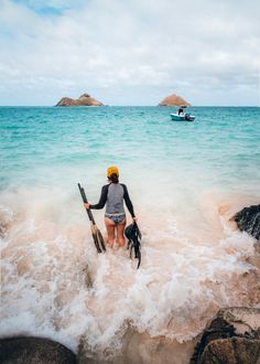 Everything you need to know before kayaking to Mokulua Islands on Oahu. Tips for visiting, things to do, where to rent a kayak, photos and more . Kailua Beach, Waikiki Beach, Stuff To Do, Things To Do, Kayak Rentals, Waterfall Hikes, Travel Photos, Travel Tips, United States Travel