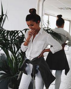 """22.4 mil curtidas, 193 comentários - Alexandra Pereira (@lovelypepa) no Instagram: """"White + bottle green  @lovelypepacollection #officeday #lovelypepaoffice #lovelypepastyle…"""""""