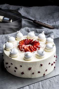Stian Broch Norwegian photographer specialized in Food & Beverage Based in Oslo and Askim, Norway Panna Cotta, Cakes, Ethnic Recipes, Desserts, Food, Tailgate Desserts, Dulce De Leche, Deserts, Mudpie