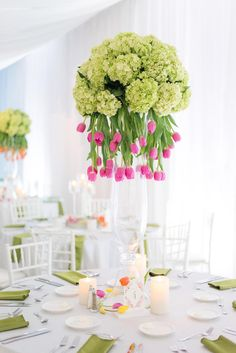 The Birmingham Museum of Art was the perfect canvas for Carlos and Ashley's striking, stem-filled Birmingham wedding. If you're a fan of bright color, tulips, and lovely design, we can guarantee you won't be able to look away. Neutral Wedding Flowers, Tulip Wedding, Wedding Flower Design, Cheap Wedding Flowers, Spring Wedding Flowers, Wedding 2017, Dream Wedding, Hydrangea Arrangements, Floral Centerpieces