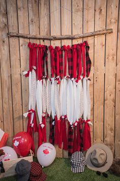 Make this red and white Canada Day photo wall for the most 'grammable weekend ever Patriotic Party, Patriotic Decorations, Patriotic Crafts, Canada Day Crafts, Canada Day Party, Canadian Things, Hot Dog Bar, Canadian Thanksgiving, Canada Holiday