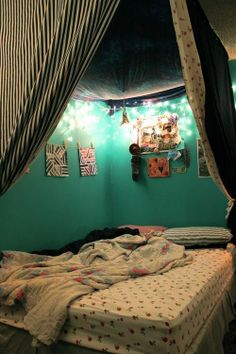 bedroom fort! I wanna do this