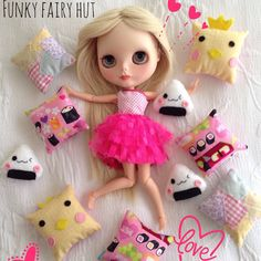 New pillow sets available now at my Etsy store!! #1/6 scale pillow set #blythedoll#blytheaccessories#blythefurniture