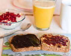 MIss Beaverhausen frühstückte selbstgebackenes Brot. Und Granatapfel zum Frühstück ist einfach hübsch!