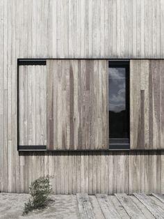 Sliding wood shutters. Intressant för att kunna skärma av från insyn? Rolig detalj