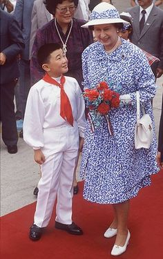 queen fashion: Queen In China