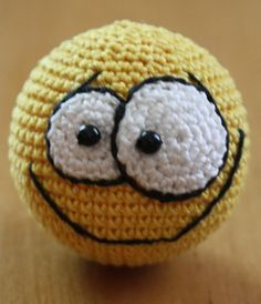 #crochet, free pattern, Ravelry, smiley, emoticon, ball, #haken, gratis patroon (Engels), smiley, emoticon, bal, sleutelhanger, #haakpatroon