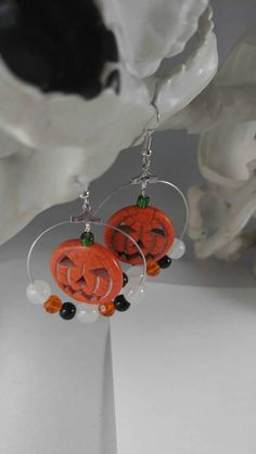 Halloween earrings pumpkin earrings glow in the dark Halloween Beads, Halloween Earrings, Christmas Earrings, Halloween Jewelry, Holiday Jewelry, Halloween Crafts, Beaded Crafts, Jewelry Crafts, Beaded Jewelry