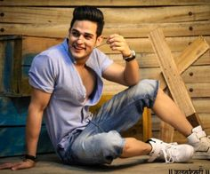 I love his smile ❤ Mtv Splitsvilla, Mtv Roadies, Poses For Men, Stylish Boys, Dream Boy, College Outfits, Dimples, Handsome Boys, Cute Couples