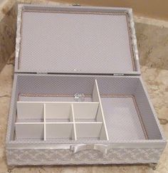 Jewelry Box With Lock, Instagram Blog, Bottle Crafts, Projects To Try, Decorative Boxes, Shabby, Tea, Sewing, Antiques