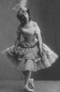 "VERY RARE Anna Pavlova in ""Le Pavillion d'Armide"" Ballet Russian modern postcard Anna Pavlova, Ballet Pictures, Ballet Photos, Dance Pictures, Vintage Ballerina, Vintage Dance, Ballet Costumes, Dance Costumes, Ballerine Vintage"