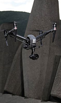 WorldDrop makes it easy to discover the latest, best drones and accessories for professional filming and also for fun. A drop of technology every day! Drones, Drone Quadcopter, Drone Technology, Technology Gadgets, Medical Technology, Energy Technology, Zombie Apocalypse Outfit, Drone Videography, Pilot