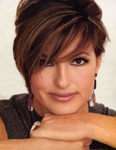 Mariska Hargitay - love the side swept  bangs