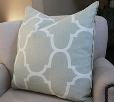 love the pattern and color of this pillow