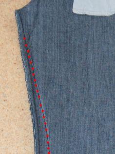 Comment retoucher un jean en conservant sa patine délavée...bref, sans que ça se voie ? Si vous aimez les pantalons droits ou slims, voilà comment affiner les jambes de jeans. Si vous êtes petite, que vous aimez la longueur 7/8ème, ou les pantacourts,...