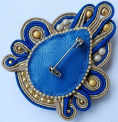 The back of a soutache piece Soutache Tutorial, Jewelry Crafts, Jewelry Art, Jewelry Design, Fashion Jewelry, Soutache Jewelry, Beaded Jewelry, Brooches Handmade, Handmade Jewelry