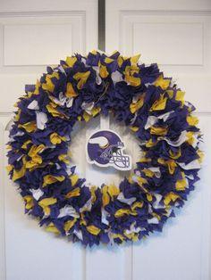 18 Minnesota Vikings fabric wreath by burt7 on Etsy, $46.00 Crafts To Do, Diy Crafts, Vikings Show, Viking Baby, Football Baby Shower, Viking Decor, Minnesota Vikings Football, Sports Wreaths, Football Wreath