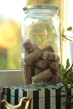22 DIY cork projects ... goodness knows i love both mason jars and corks ... which is a synthetic byproduct of drinking wine :)