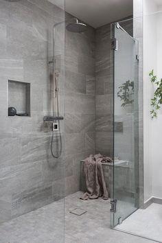 51 Stunning Shower Tile Design Ideas to Remodel Your Bathroom - Home and Garden Decoration Modern Bathroom, Cheap Bathrooms, Bathroom Decor, Bathrooms Remodel, Chic Bathrooms, Tile Bathroom, Bathroom Remodel Designs, Cheap Bathroom Remodel, Shower Tile Designs