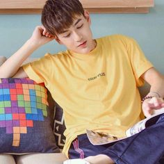 Dragon Day, You're Dead, Kris Wu, Cute Couples Goals, Aesthetic Iphone Wallpaper, Asian Boys, Boyfriend Material, My Sunshine, Beautiful Boys