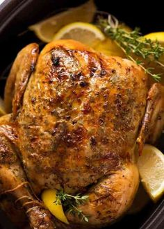 Holiday Main Courses You Can Make Right in Your Slow Cooker: Lemon Garlic Roast Chicken #christmas #slowcooker #crockpot Slow Cooker Huhn, Slow Cooker Recipes, Crockpot Recipes, Cooking Recipes, Slow Cooker Dinners, Kid Recipes, Crock Pot Slow Cooker, Roast Chicken Slow Cooker, Roast Chicken Recipes
