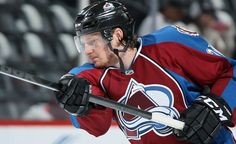 Nathan Mackinnon wins the Calder memorial trophy