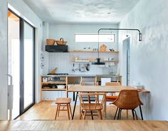 Japanese people architectural design is steeped in custom, yet still completely modern. Casa Muji, Muji Haus, Japanese Home Decor, Japanese Interior, Remodeling Mobile Homes, Home Remodeling, Kitchen Interior, Home Interior Design, Muji Style