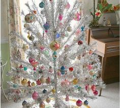 Well, I'm just having a party analyzing all the retro Christmas decorationsthat readers have uploaded. How about this one: A special slide show of all 6273 aluminum Christmas trees. Mini, small, medium, large… Found at the Goodwill, in Aunt Bertha's attic, or on ebay… Decorated with vintage ornaments, elves, Barbies — even pickles. Above: Steve …