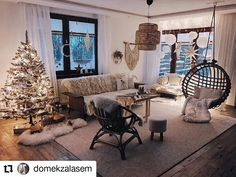 190 Inspiring Scandinavian Christmas Decorations Ideas You Will Adore 008 Scandinavian Christmas Decorations, Easy Christmas Decorations, First Snow, Simple Christmas, Christmas Ideas, Small Plants, Black And White Colour, Nordic Style, Perfect Place
