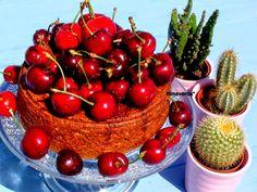 tarta de chocolate, avellanas y cerezas
