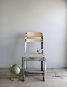 chair / globe