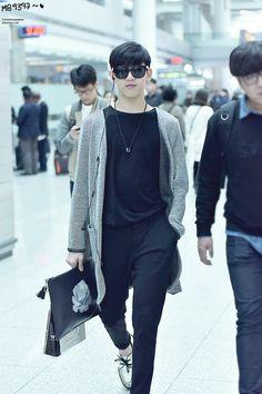 got7-bam-bam-airport-fashion2
