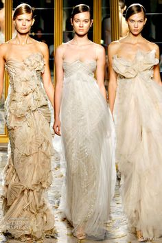 Earth Tone Gowns ( Marchesa Spring 2012 Ready-to-Wear ) Marchesa Spring, Marchesa Bridal, Dress Couture, Couture Fashion, Bridal Fashion, Beautiful Gowns, Beautiful Outfits, Lady Like, Mode Glamour