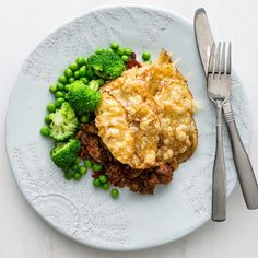 Beef Pie with Crispy Cheese Potato Top Beef Pies, Healthy Food, Healthy Recipes, Cheese Potatoes, Chilli Flakes, Cherry Tomatoes, Broccoli, Risotto