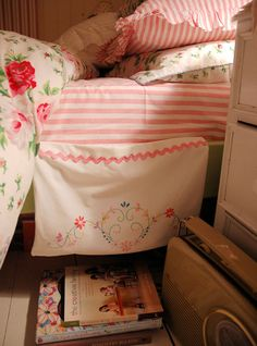 Ohhh a vintage pillow case to hold those things beside your bed.. LOVE