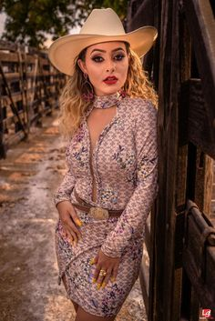 Foto Cowgirl, Estilo Cowgirl, Country Women, Country Girls, Cowboy Up, Cowboy Hats, Sexy Cowgirl Outfits, Moda Country, Looks Country
