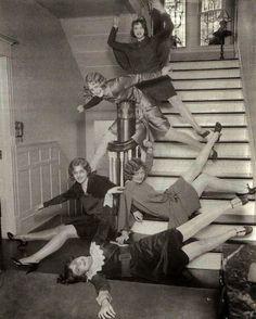 vintage everyday: Girls having fun on stairs, ca. 1920s