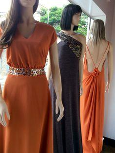 Vitrine Closet Mulher  Vestidos longos para festas, laranja , bordado, decote atrás, acessórios  www.facebook/closetmulher