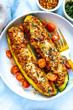 These BEST EVER Italian Stuffed Zucchini Boats are super healthy and delicious with bolognese sauce and mozzarella cheese – they're low carb too! Beef Zucchini Boats, Vegetarian Zucchini Boats, Healthy Zucchini, Stuffed Zucchini, Healthy Beef Recipes, Healthy Meals To Cook, Vegetable Recipes, Beef Bolognese Recipe, Bolognese Sauce
