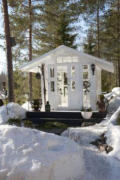 lovely little house for the garden...