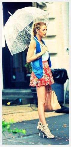 Blake Lively: even in the rain she looks flawless